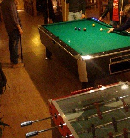Singer109 Backpacker Apartment Hostel: bar