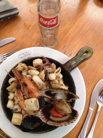 Restaurante Corvel: Seafood platter in garlic buyer sauce