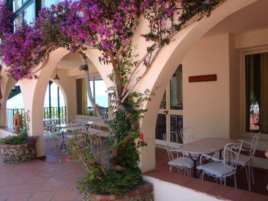 Hotel spa villa del mare acquafredda italie voir les for Acquafredda salon