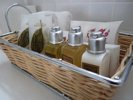 Hotel Portmeirion: L'Occitane bath products!