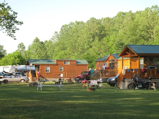 River's Edge Camping & Cabins: Full-Service Cabin Area
