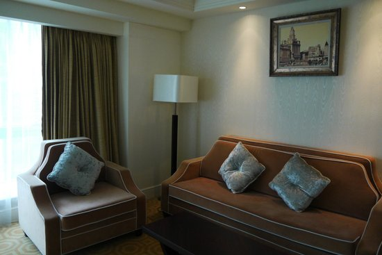 Paramount Gallery Hotel : Sofa in the superior double room