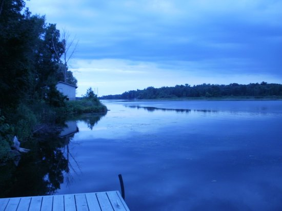 Napanee Motel: fishing dreaming all nearby