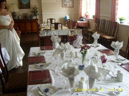 Ecclefechan Hotel: hotel dining room
