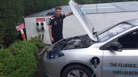 Bryn Bella Guest House: Drivers of Electric Vehicles can charge for FREE when they Stay at Bryn Bella