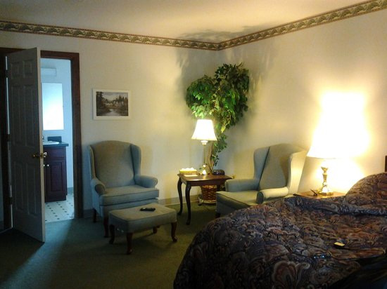 Americas Best Value Inn-Scarborough/Portland: Nice sitting area in the room