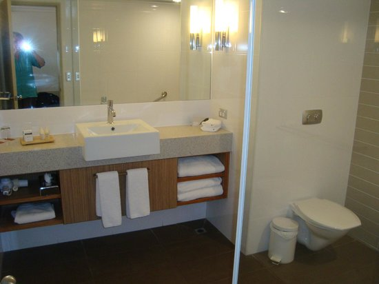 Desert Gardens Hotel, Ayers Rock Resort: lovely bathroom