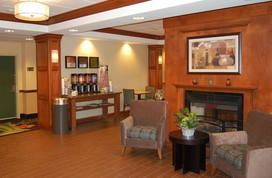 Hampton Inn Hadley-Amherst: Newly Renovated Lobby