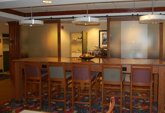 Hampton Inn Hadley-Amherst: Breakfast Area