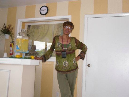 Bell Channel Inn: Ms. Genie