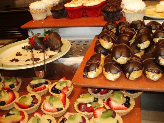 The Buffet at TI: Tasty bruch desserts