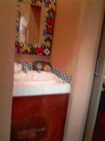 Ginnegaap Guesthouse: Bathroom