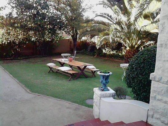 Ginnegaap Guesthouse: Lovely garden