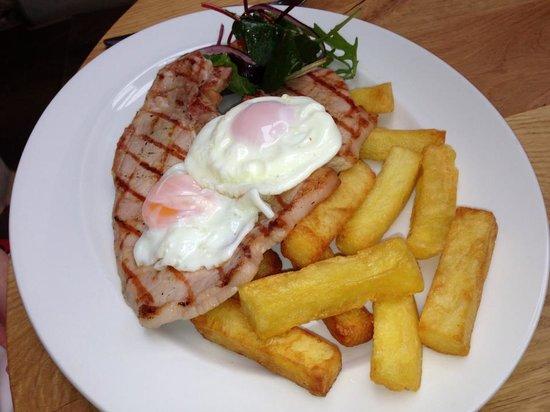 The Three Pigeons Inn : Grilled Dry Cured Gammon Steak