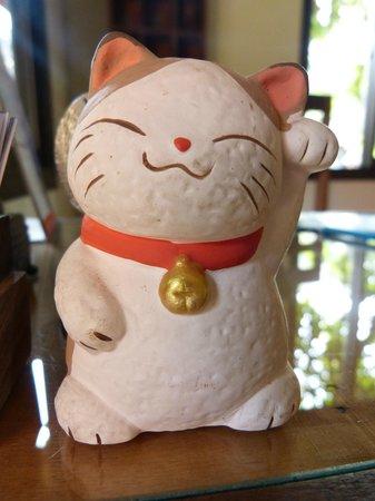 Auberge Sala Inpeng (Mekong Riverside Inn): maneki neko à l'accueil