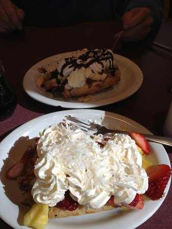 The Waffle Hut : Chocolate Delight and Pineapple Smoother