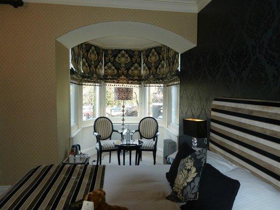 Cranleigh Boutique : Room 10 lounge area