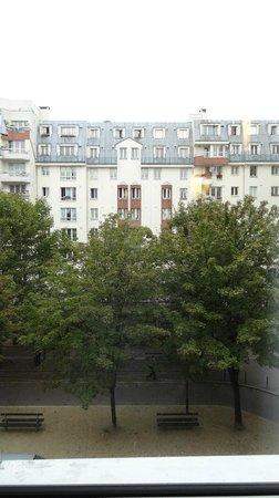 Ibis Paris Canal Saint Martin : Vista do Quarto