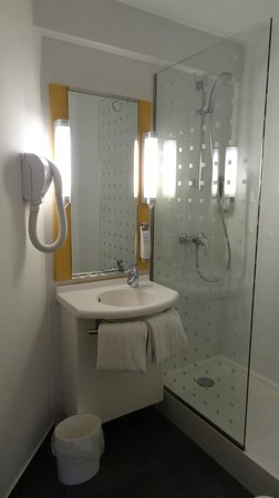 Ibis Paris Canal Saint Martin : Banheiro super limpo