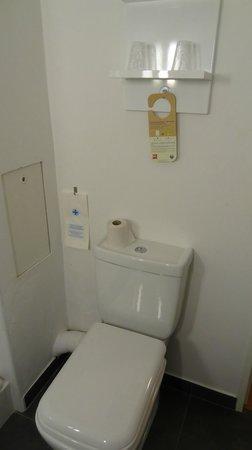 Ibis Paris Canal Saint Martin: Banheiro limpo