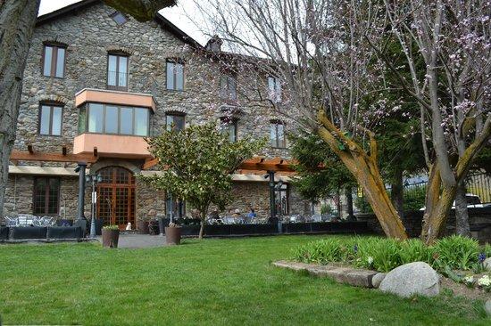 Fachada Hostal Vall d'Aneu
