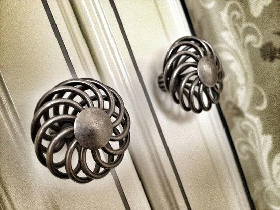 Avondale Guest House: Wardrobe handles