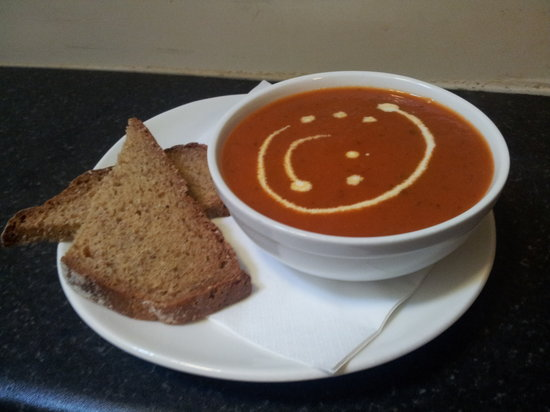Fulla Beans Coffee & Food Bar: Roast tomato & red pepper soup served with wheaten