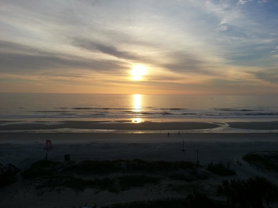 Courtyard Jacksonville Beach Oceanfront: The sunrise from my balcony