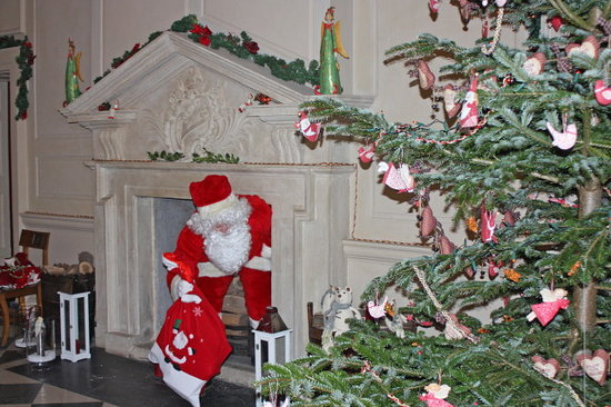 Newbridge House: Santa