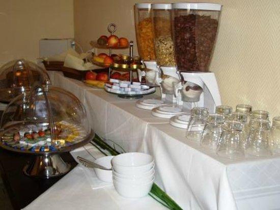 Hotel Augsburg Langemarck: Frühstücksbuffet / Breakfast