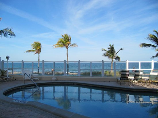 Windjammer Resort: Pool and Ocean spectacular view...
