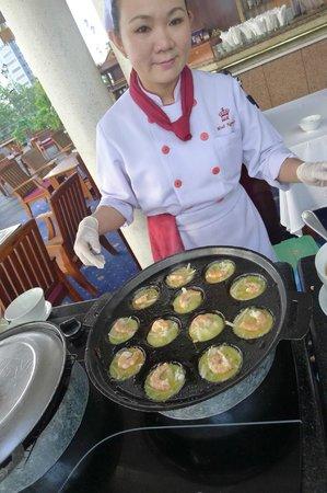 Rex Hotel: breakfast buffet...vietnamese pancakes..YUMMY