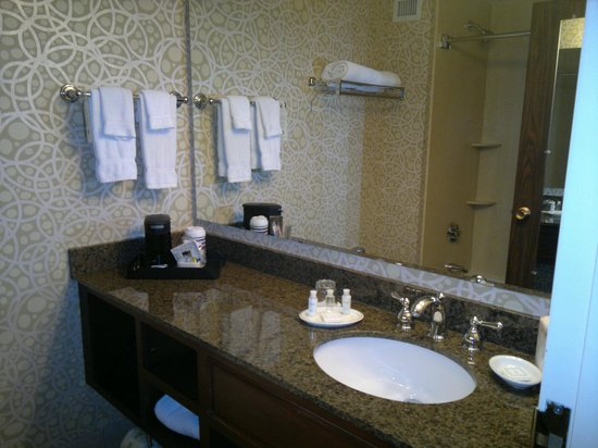 Bathroom picture of best western plus the normandy inn for Best western bathrooms