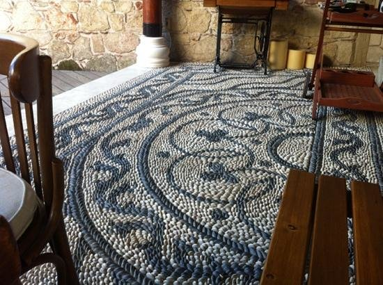 Minyon Boutique Hotel: pebbled tile floor