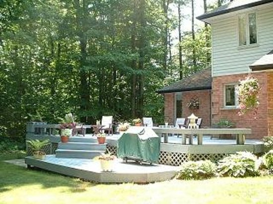 Tranquil Moments Bed & Breakfast: Large Deck
