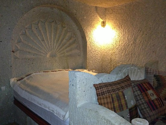 Shoe String Cave House: The cave bed