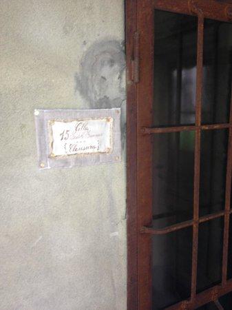 """Cappuccini Franciacorta Resort: ingresso di una stanza """"cella dei frati"""""""