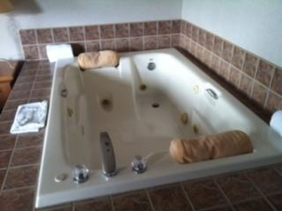 Hampton Inn Kalispell: Jacuzzi Tub in Bedroom