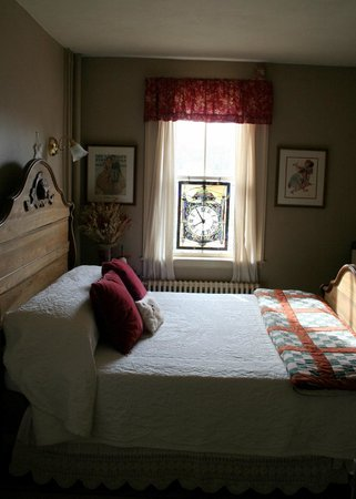 The Ira Allen House Bed and Breakfast: The Rockwell room, attached to the Abigail Suite.
