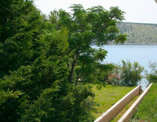 Stara Novalja, Kroatien: Apartments Vrtlici privat path to sand beach infront of house