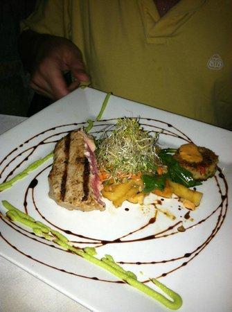 Ocean Grill: Grilled tuna w/crab cake ~ amazing!!