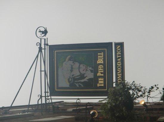 Pied Bull Inn: Front sign