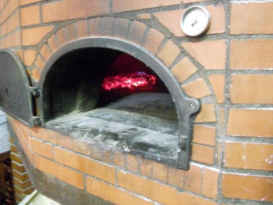 Horno de le a photo de restaurant pizzeria el vesubio - Calentar horno de lena ...
