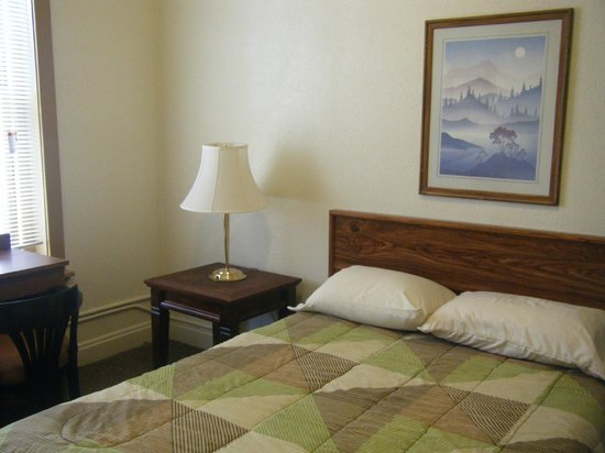 11th Avenue Hotel & Hostel: One of our European rooms