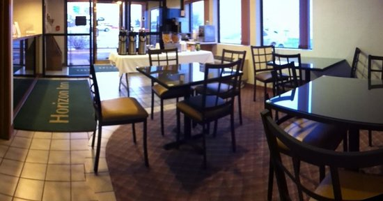 Horizon Inn Motel: Lobby- Breakfast