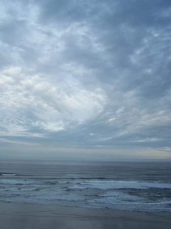 Elizabeth Oceanfront Suites: early morning view from room