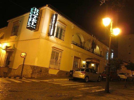 Hotel Los Olivos: hotel de noche