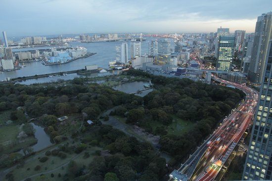 Conrad Tokyo : View from room of bay and garden