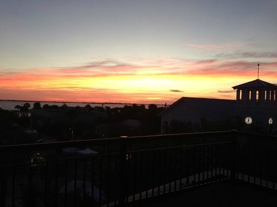 Jensen Beach Inn Hotel: Sunrise on Rooftop Patio