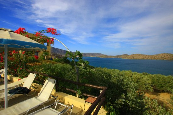 Elounda Heights Apartments and Studios: Looking out towards Spinalonga from the Pool area